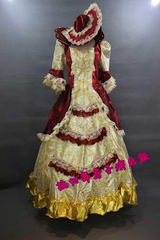 巴洛克风格的女款古典欧式宫廷服以裹胸收腰作为开场